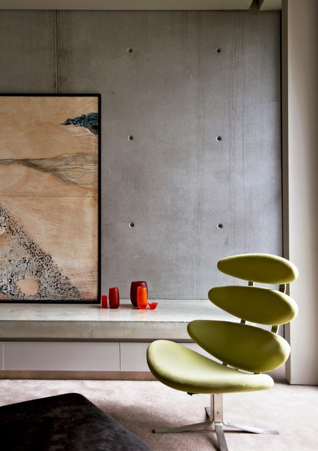 Béton brut et fauteuil design vert anis
