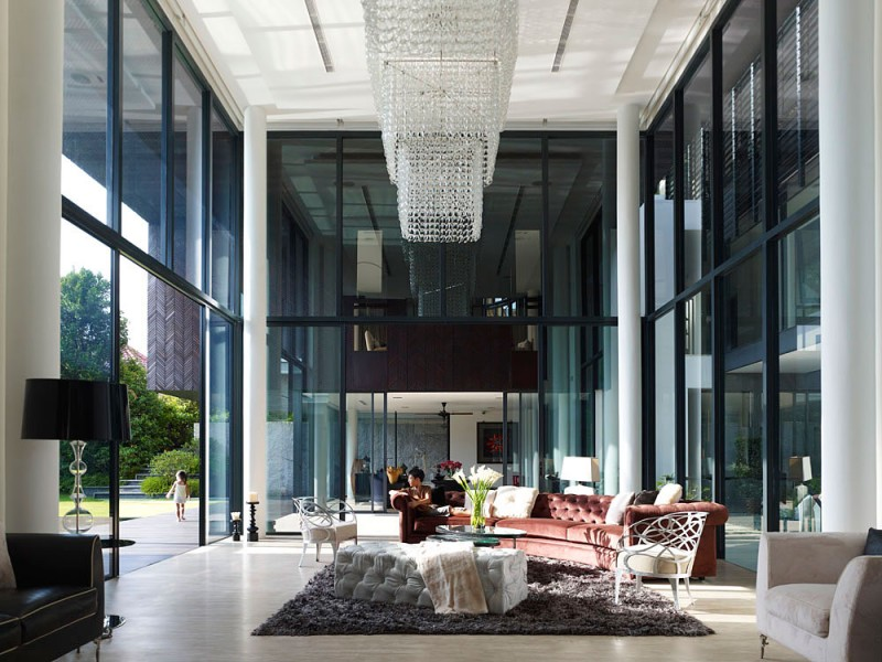 Intérieur style éclectique avec parois en verre