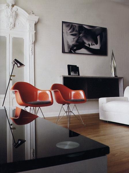 Fauteuils Eames rouge vintage
