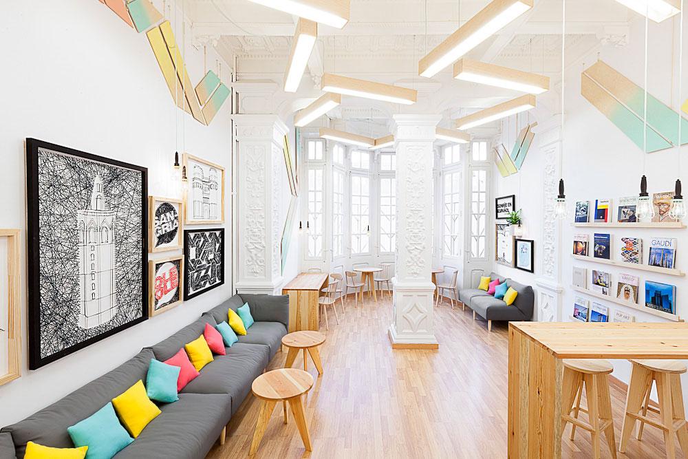 Formes géométriques créés aux murs : de simples planches en bois