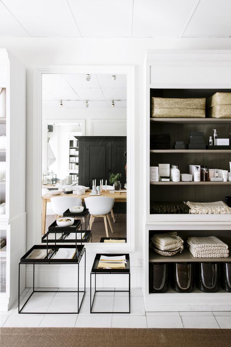 noir blanc or frenchy fancy. Black Bedroom Furniture Sets. Home Design Ideas