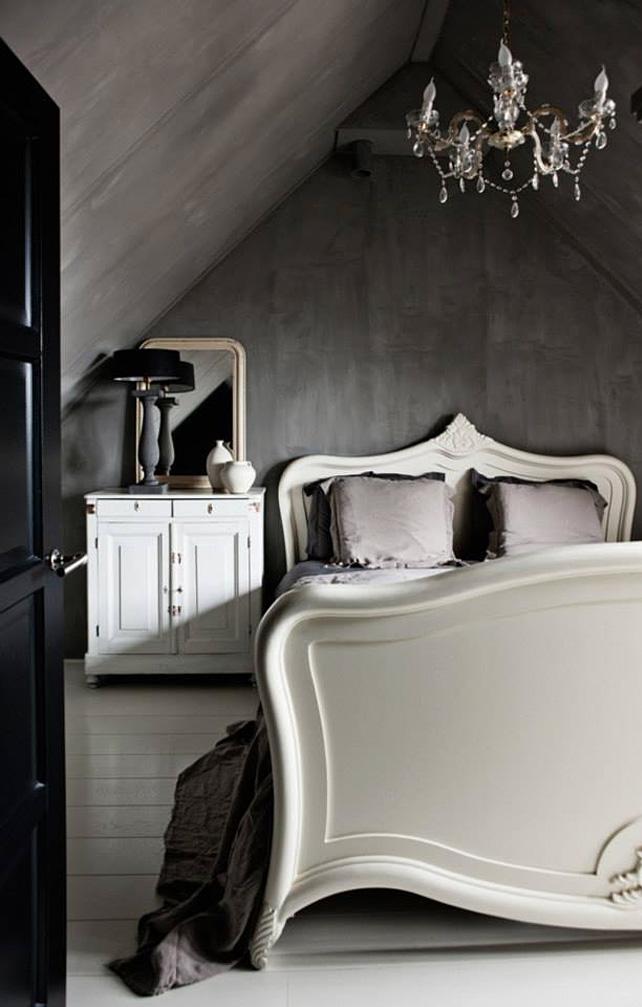 Mur gris anthracite dans une chambre