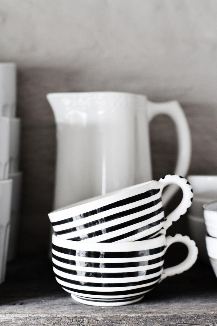 Vaisselle à rayures en noir et blanc