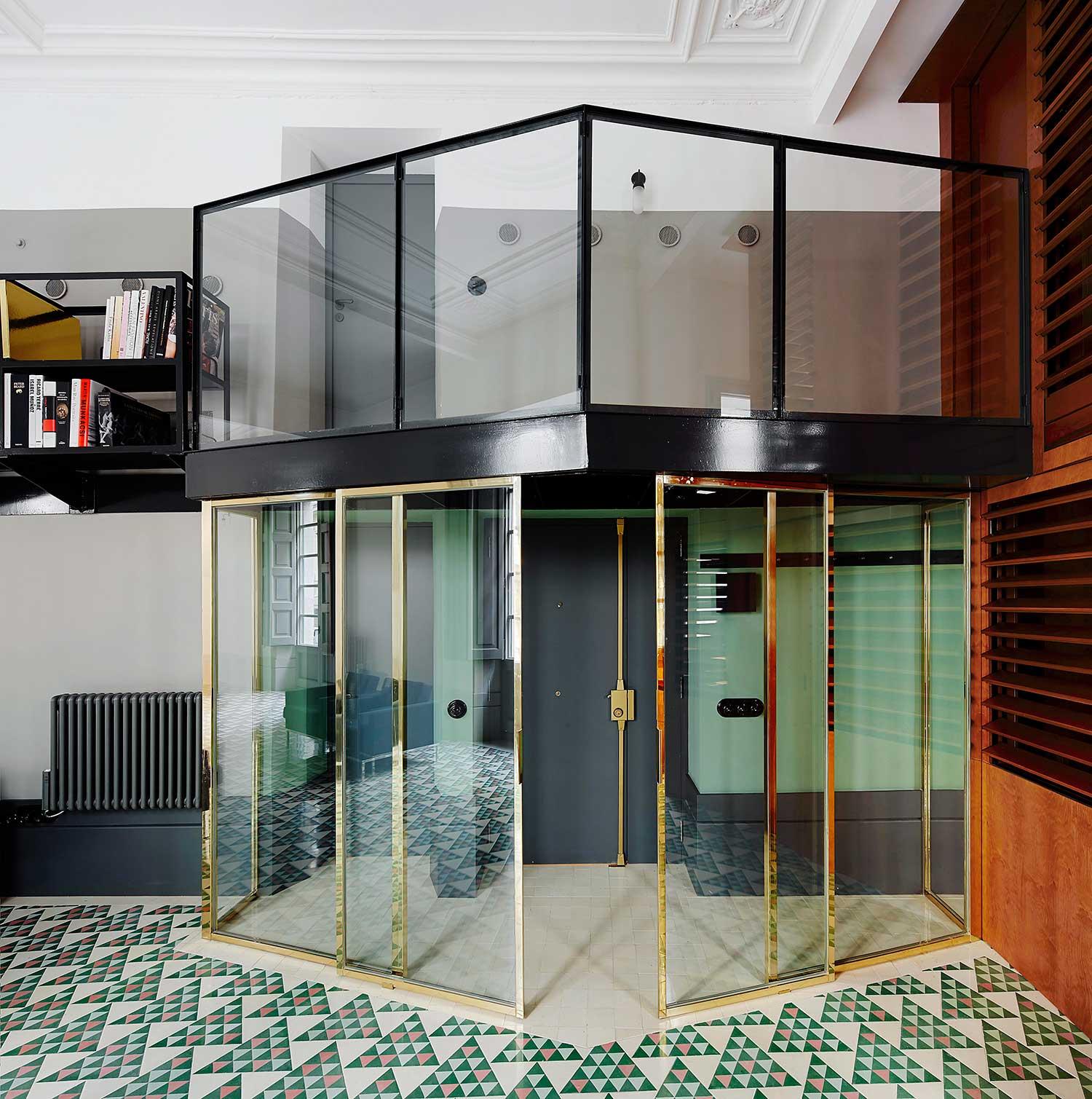 Mezzanine en acier avec verrière