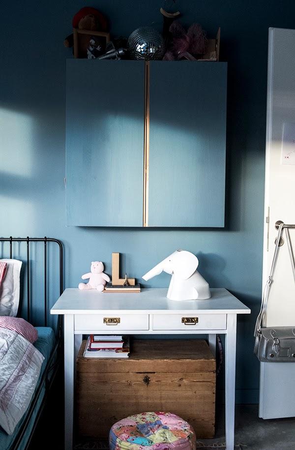 Peindre ses murs en bleu foncé