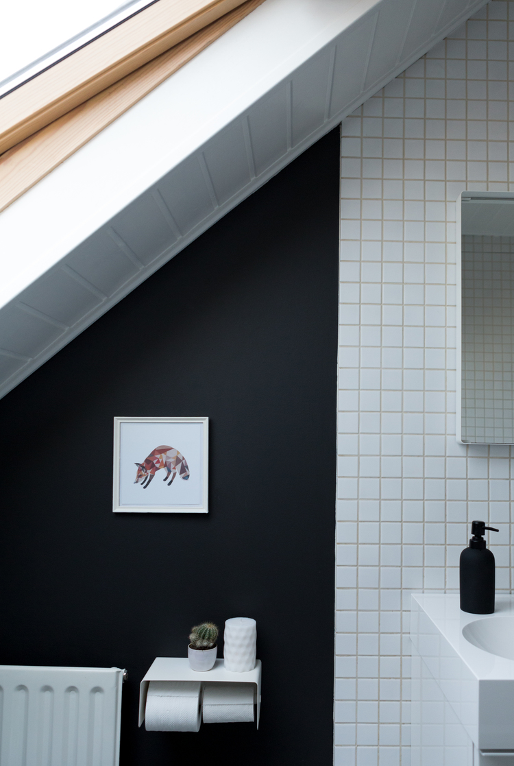 Une salle de bain en noir et blanc   frenchy fancy