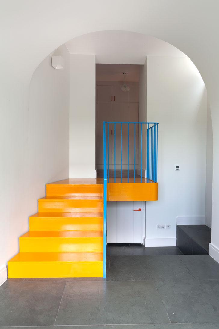 Peindre un escalier en jaune