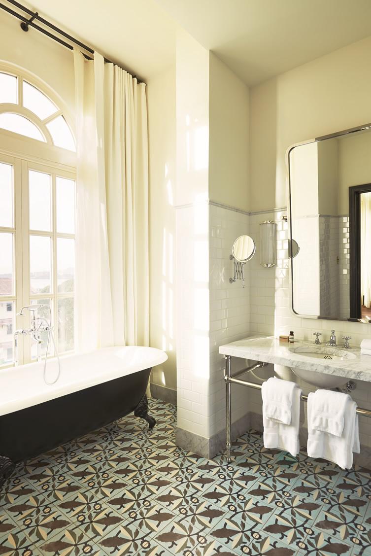 exotisme carreaux de ciment frenchy fancy. Black Bedroom Furniture Sets. Home Design Ideas