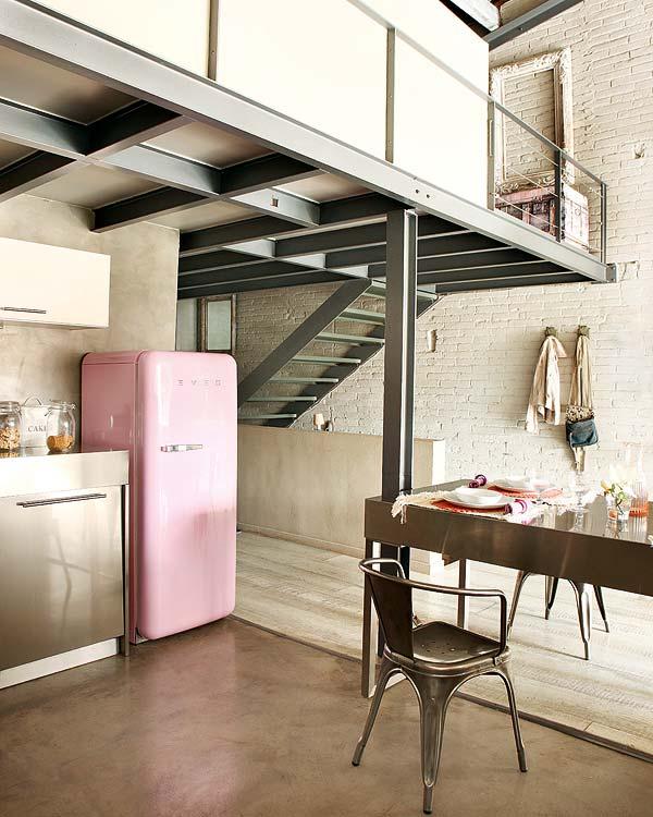 Loft avec mur en briques