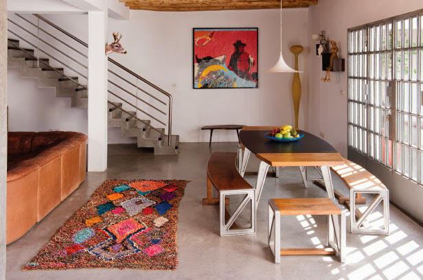 Tapis marocain coloré dans un intérieur contemporain