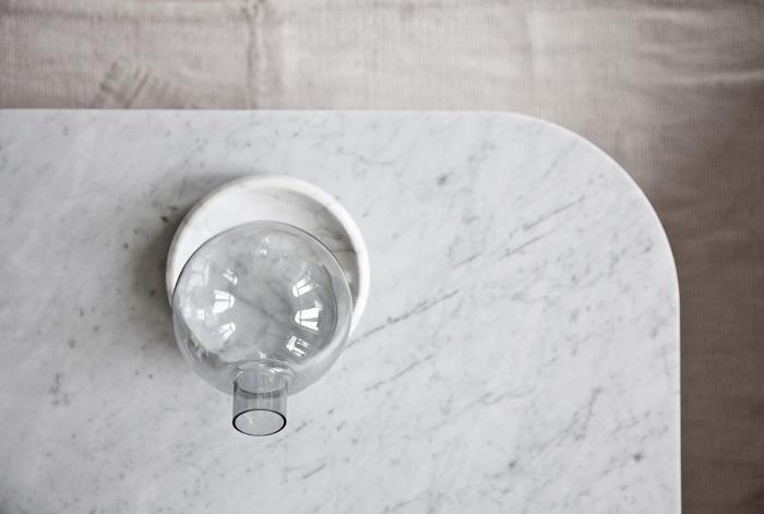 Table avec plateau en marbre