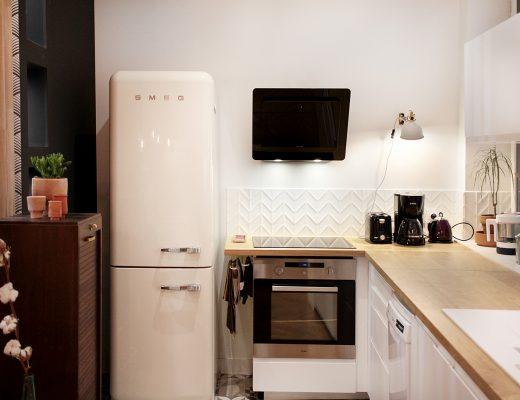 Rénovation cuisine frigo Smeg crème