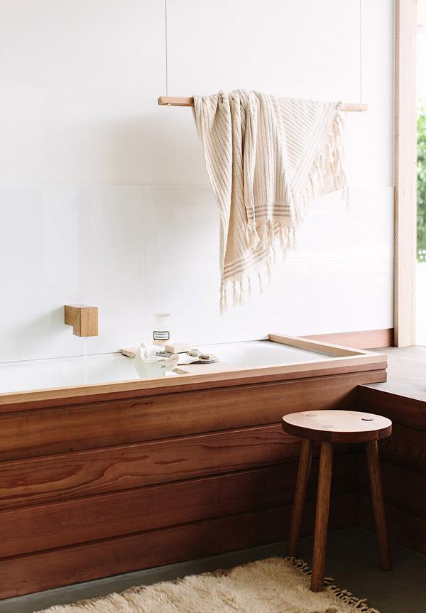 Du bois dans la salle de bais