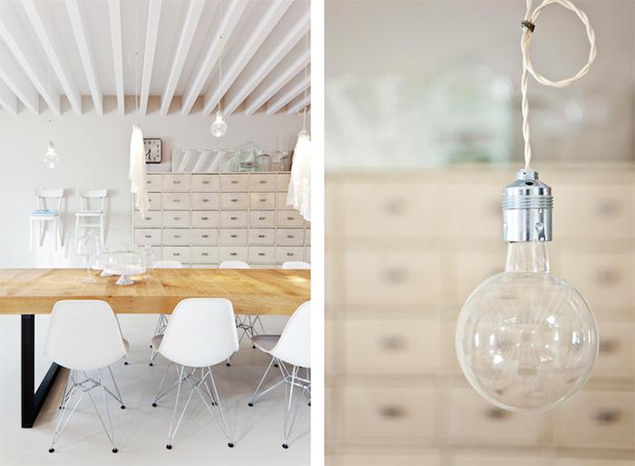 Table en bois brut et chaises Eames