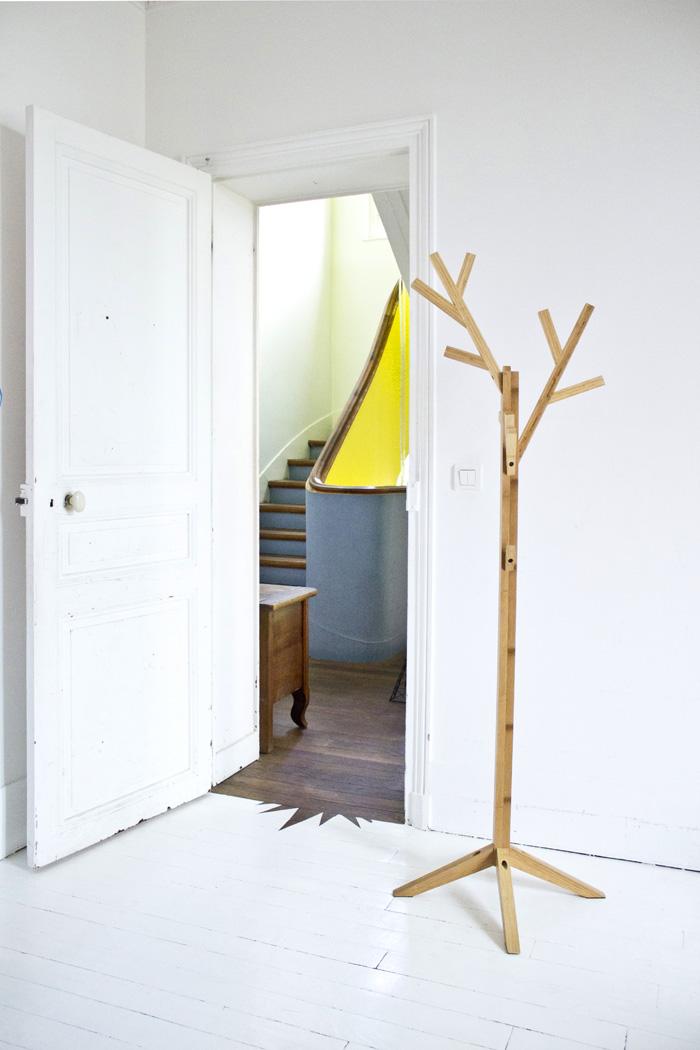 Porte-manteaux en bois