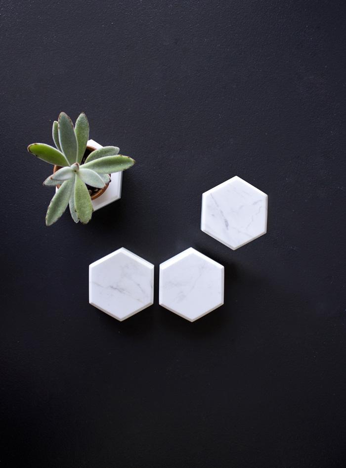 Objet déco en marbre blanc