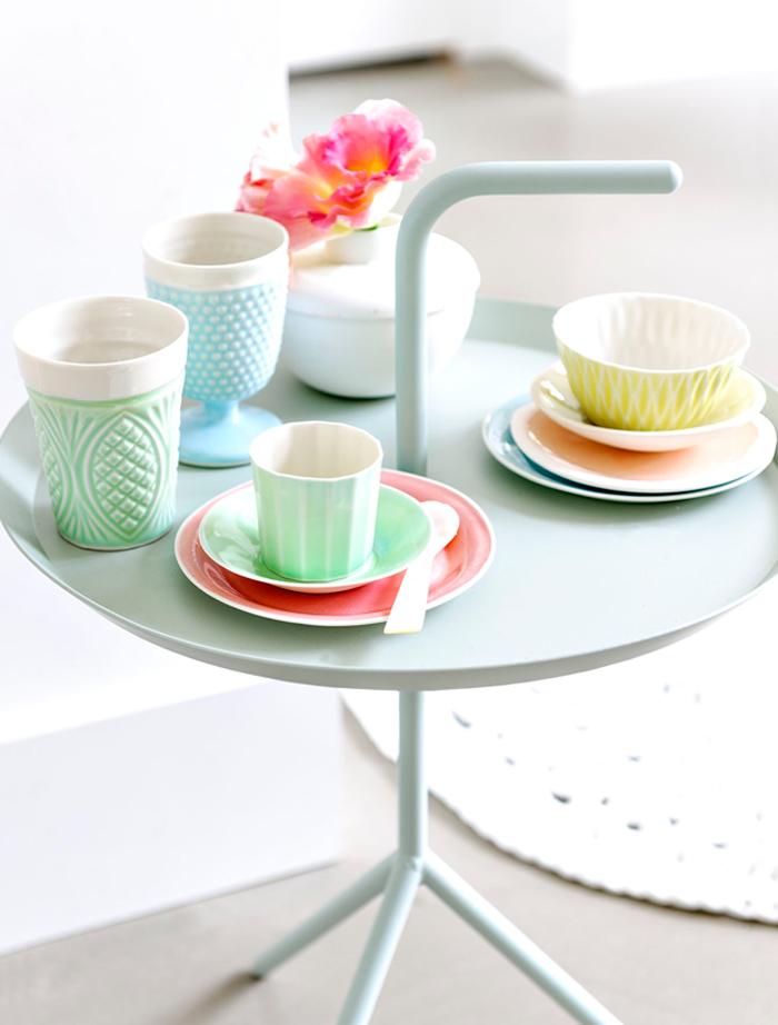 Vaisselle couleur pastel