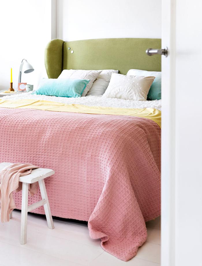 Tête de lit en tissu en linge de maison coloré