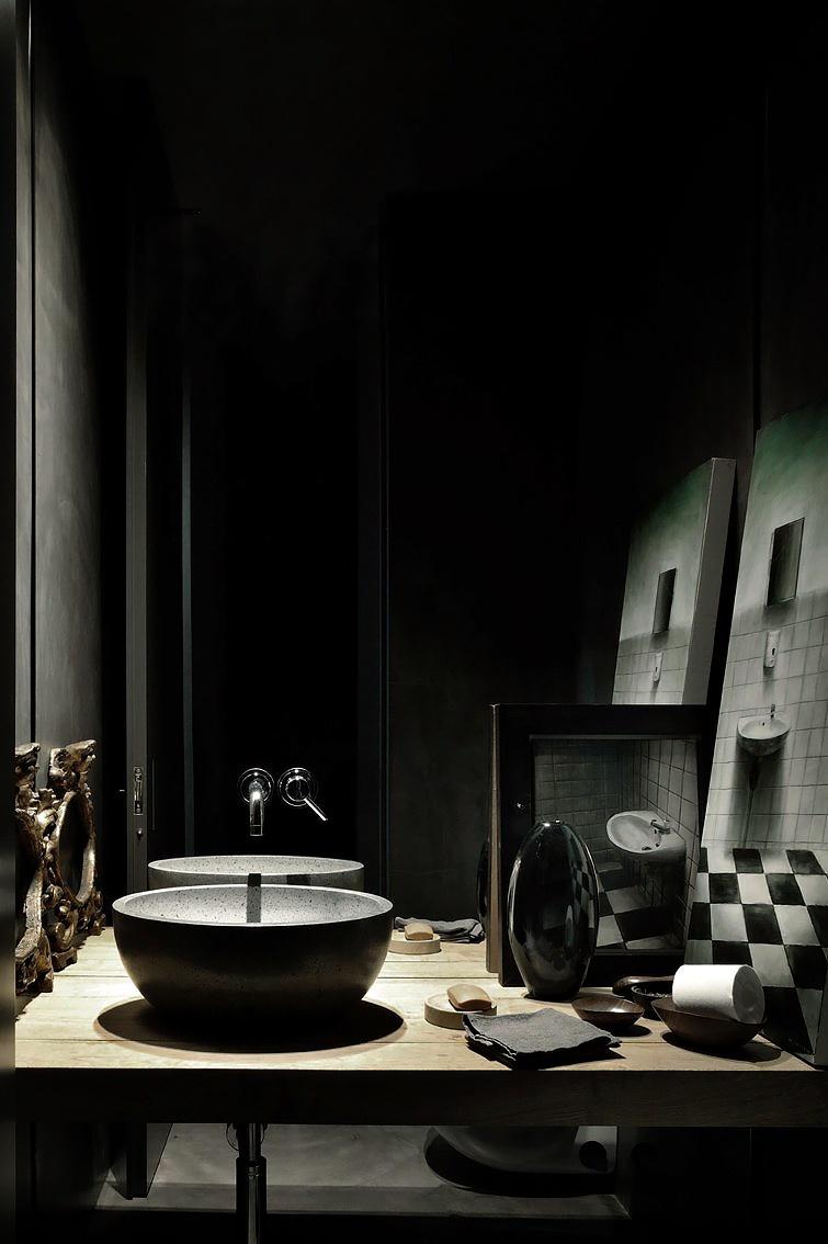 Salle de bain noire contemporaine