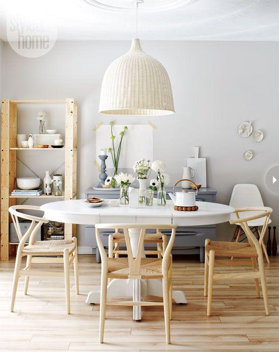 Table de repas et chaises en bois