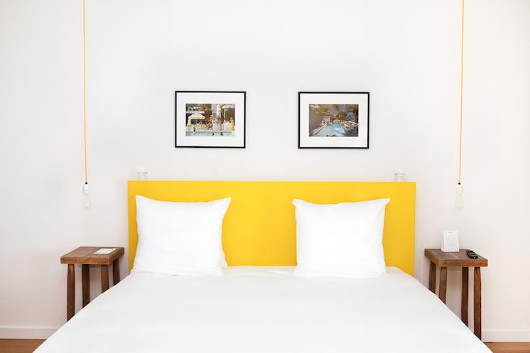 Tête de lit de couleur jaune
