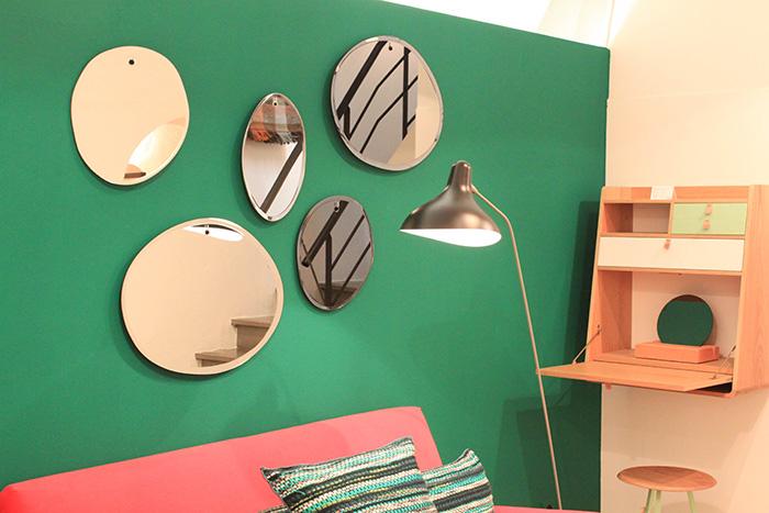 Idée déco accumulation miroirs au mur