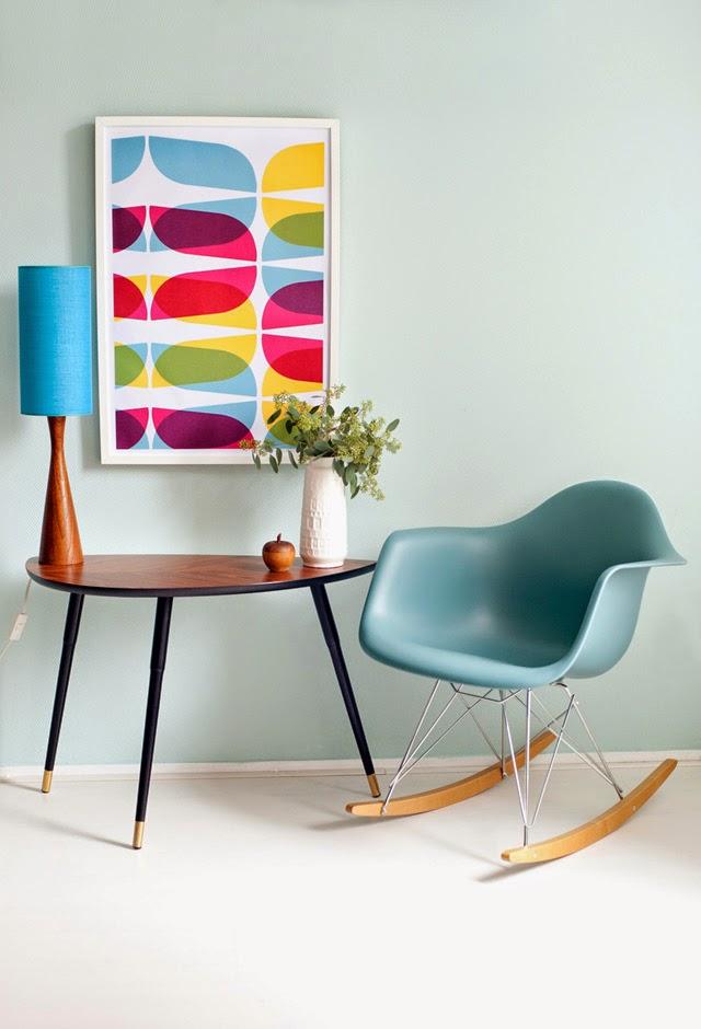 Chaise à bascule Eames et table Ikea