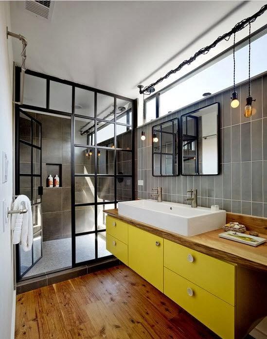 Une verrière dans la salle de bain