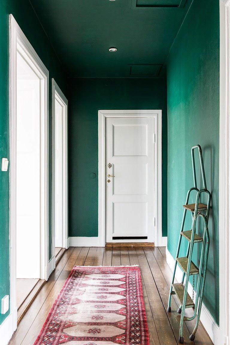 Utiliser des couleurs sombres sur les murs