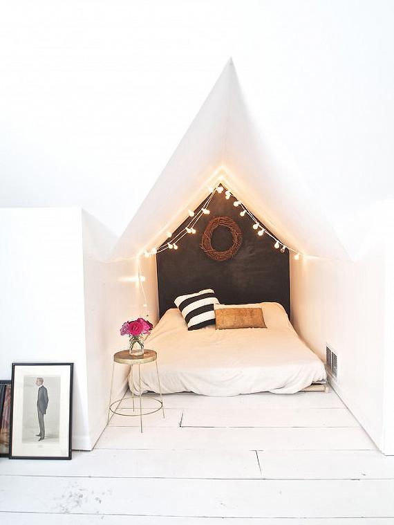 Chambre avec mur peint en noir