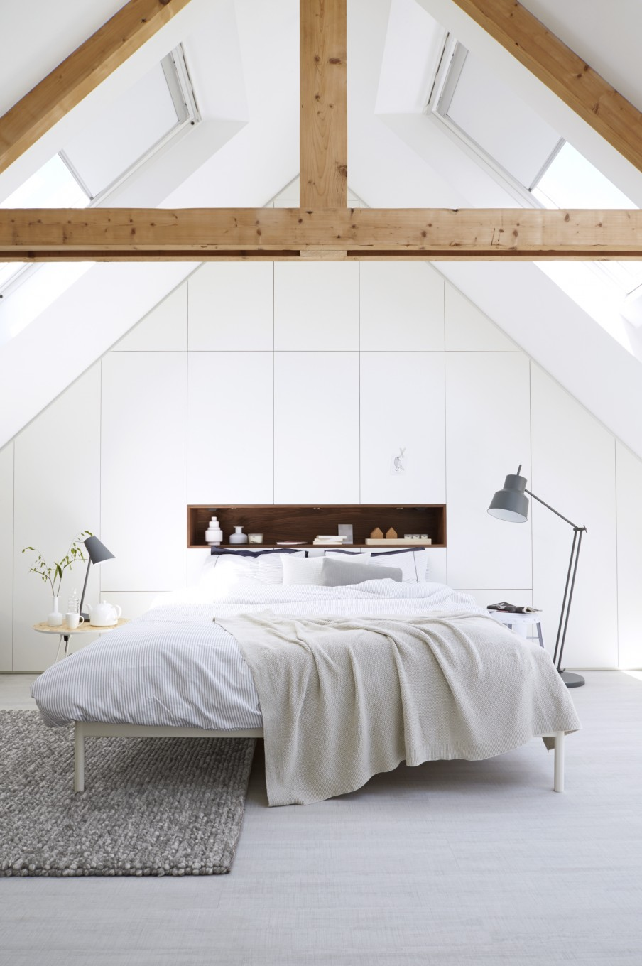 Une chambre sous les toits frenchy fancy - Lay outs idee ...