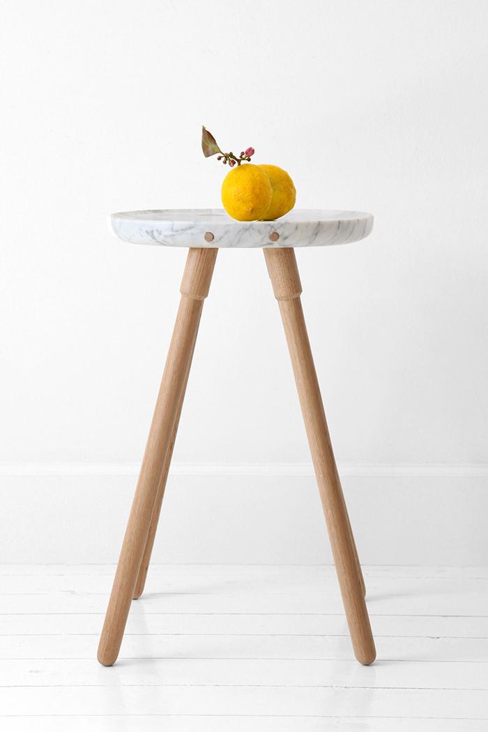 Table d'appoint en marbre et bois