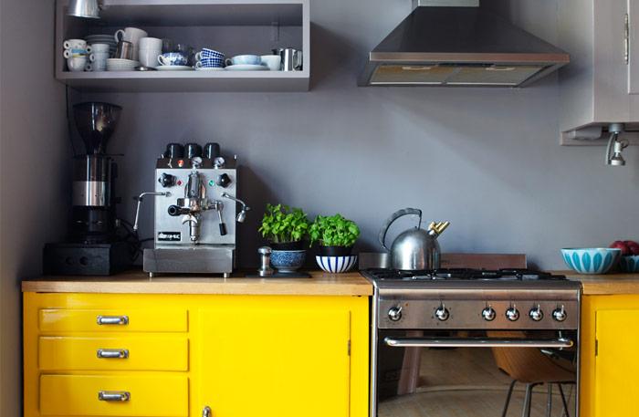 Une cuisine au look tonnant frenchy fancy for Cuisine jaune et grise