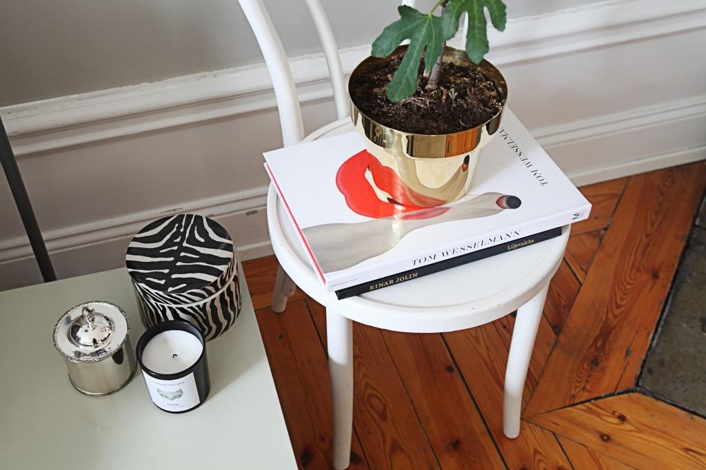 Utiliser une chaise comme table de chevet