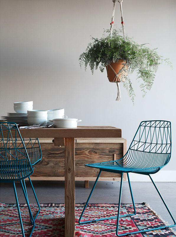 Chaise en acier bleu turquoise