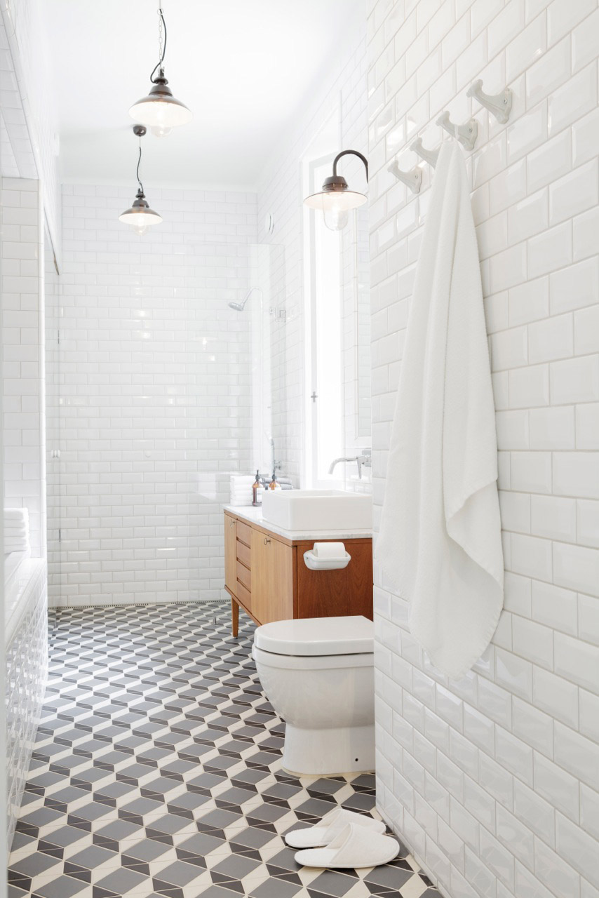 Salle de bain sol motifs graphiques