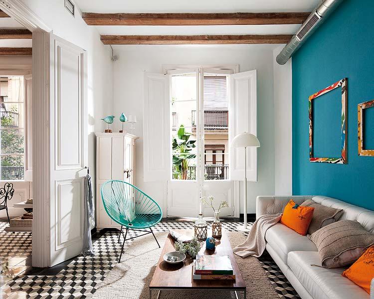 Mur bleu paon dans un salon