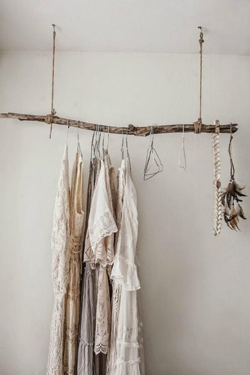 Aménager un dressing avec une branche d'arbre