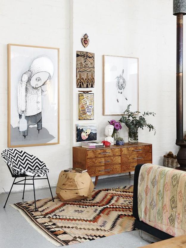 Tapis kilim et meuble ancien