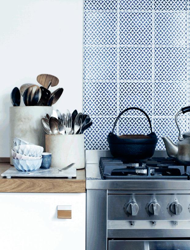 Crédence en carreaux de ciment dans la cuisine