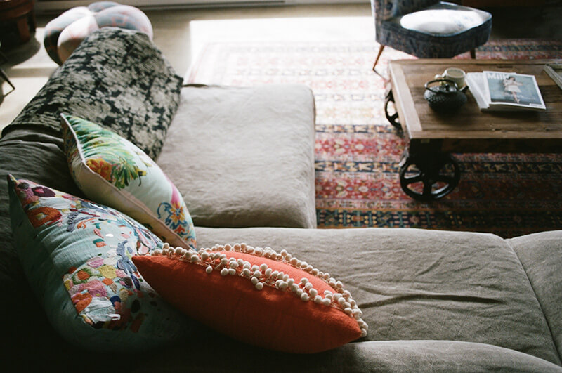 Canapé cosy dans un loft
