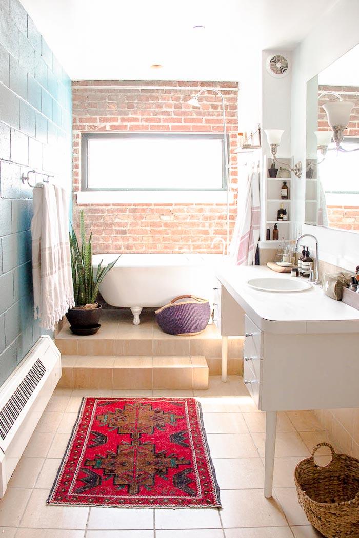 Salle de bain avec baignoire pattes de lion