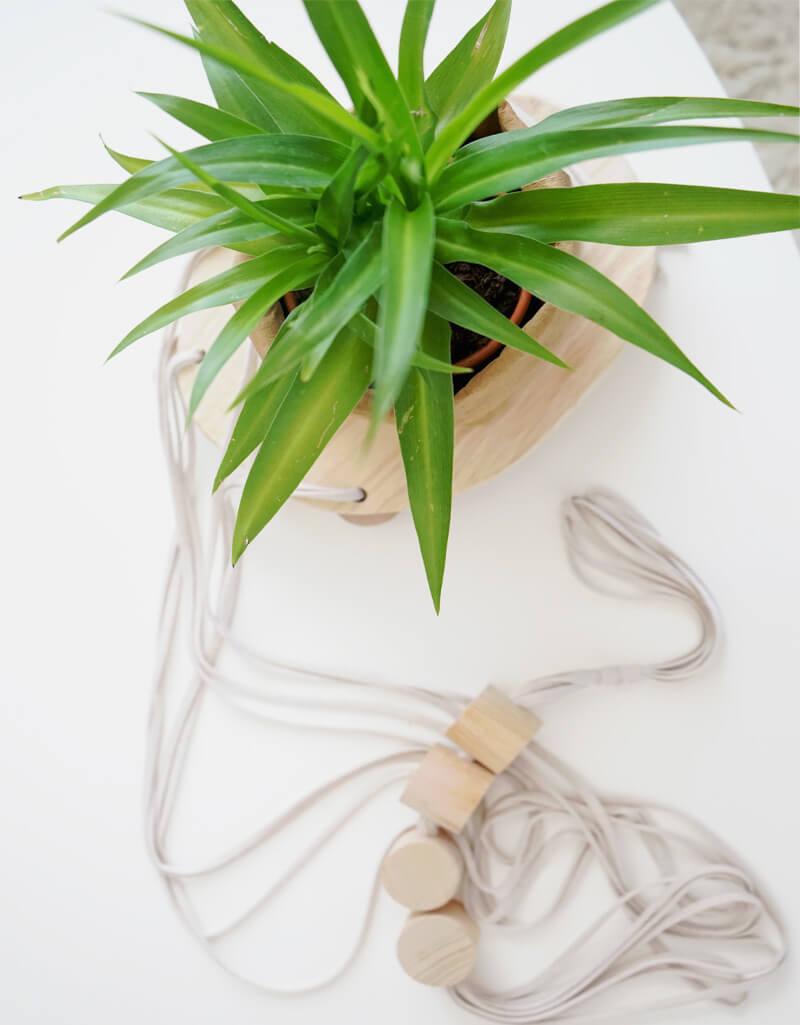 Suspension pour plante verte design en bois