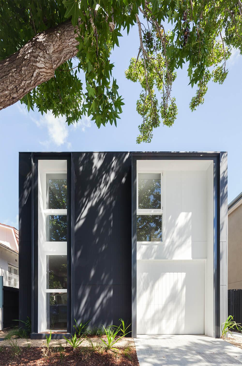 Maison d'architecte contemporaine en noir et blanc
