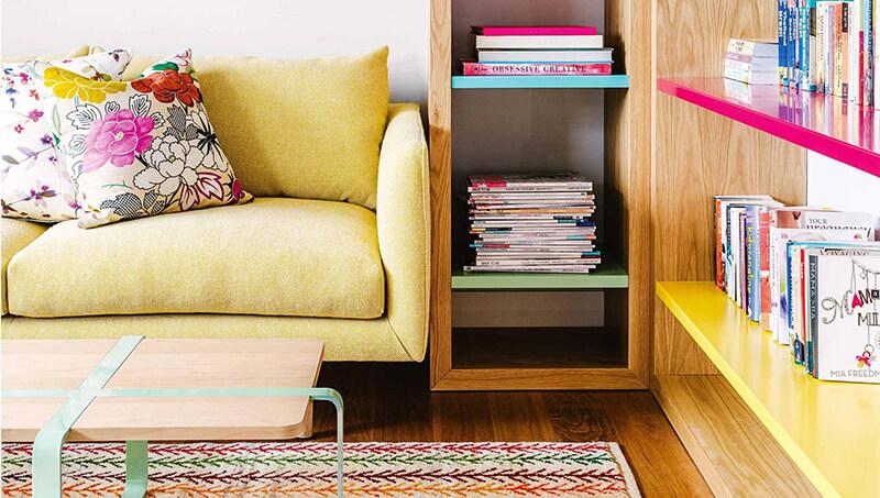 Osez un canapé jaune dans son salon
