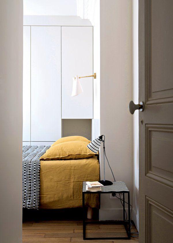 Chambre avec draps en lin froissé