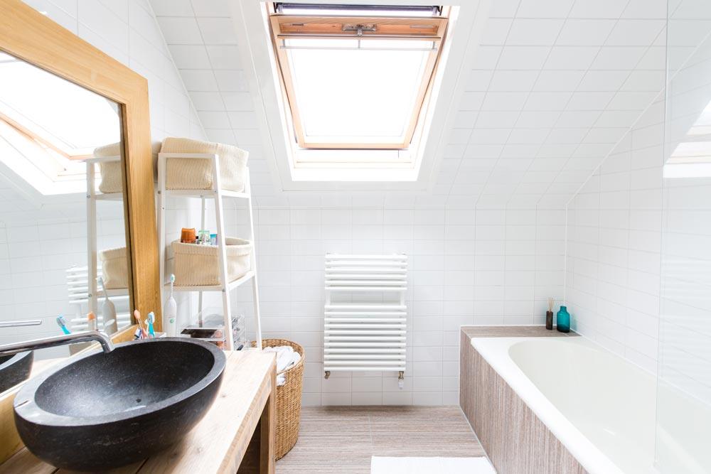 Salle de bain contemporaine épurée