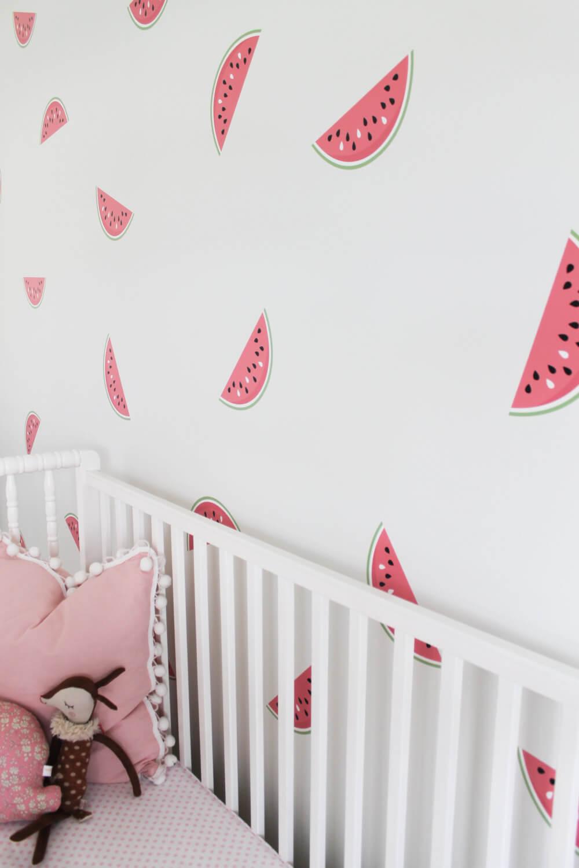 Sticker mural en forme de fruit pour une chambre d'enfant