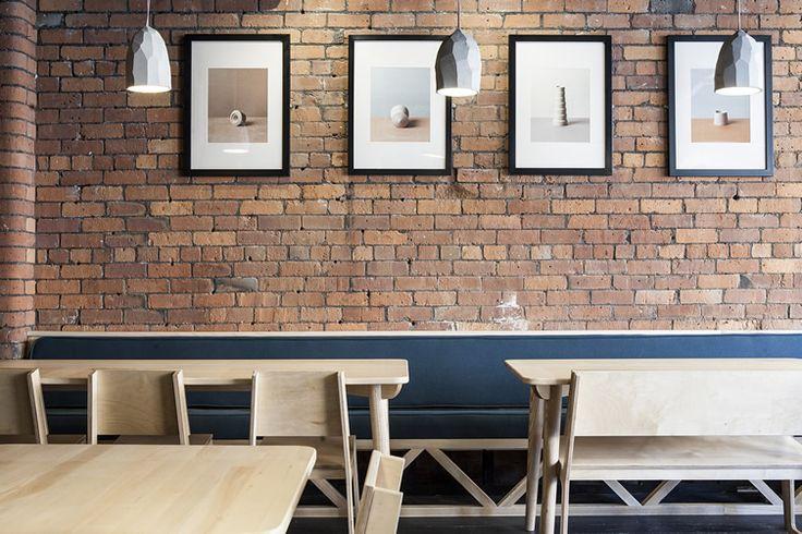 Mur en briques vintage dans un restaurant contemporain