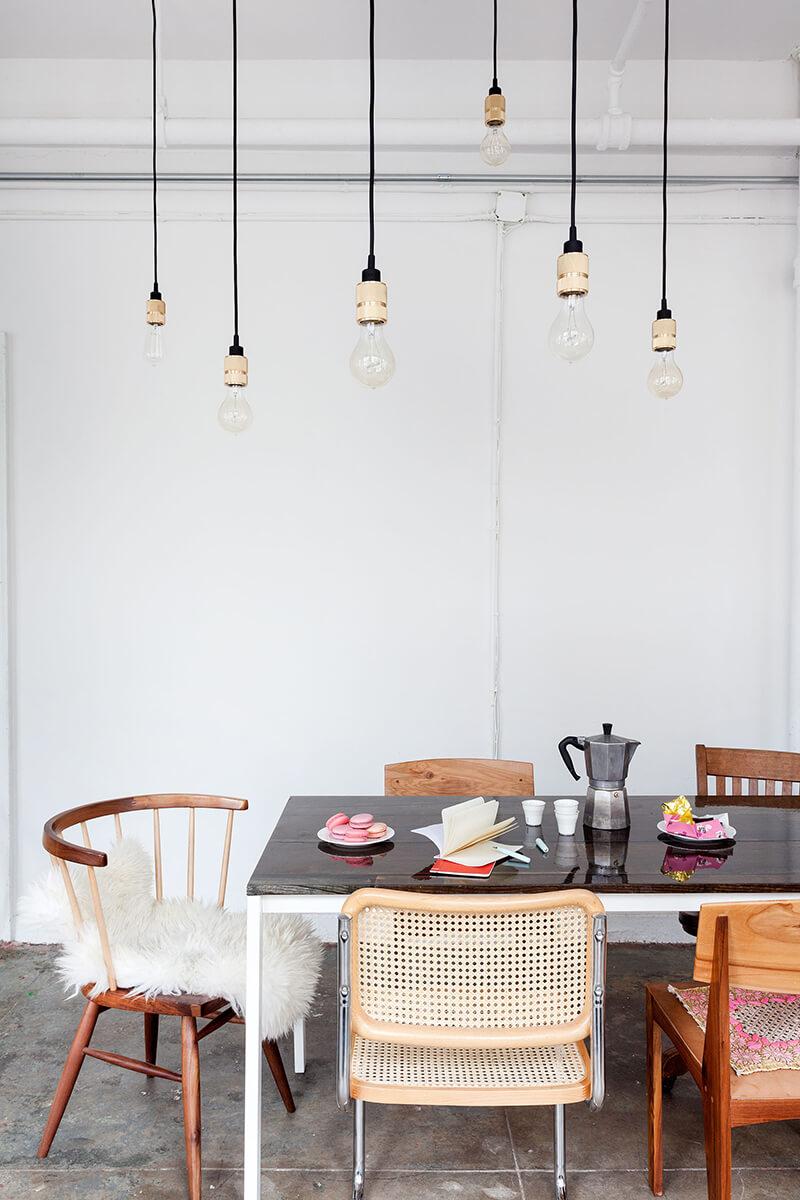 Accumulation suspension ampoule dans la salle à manger